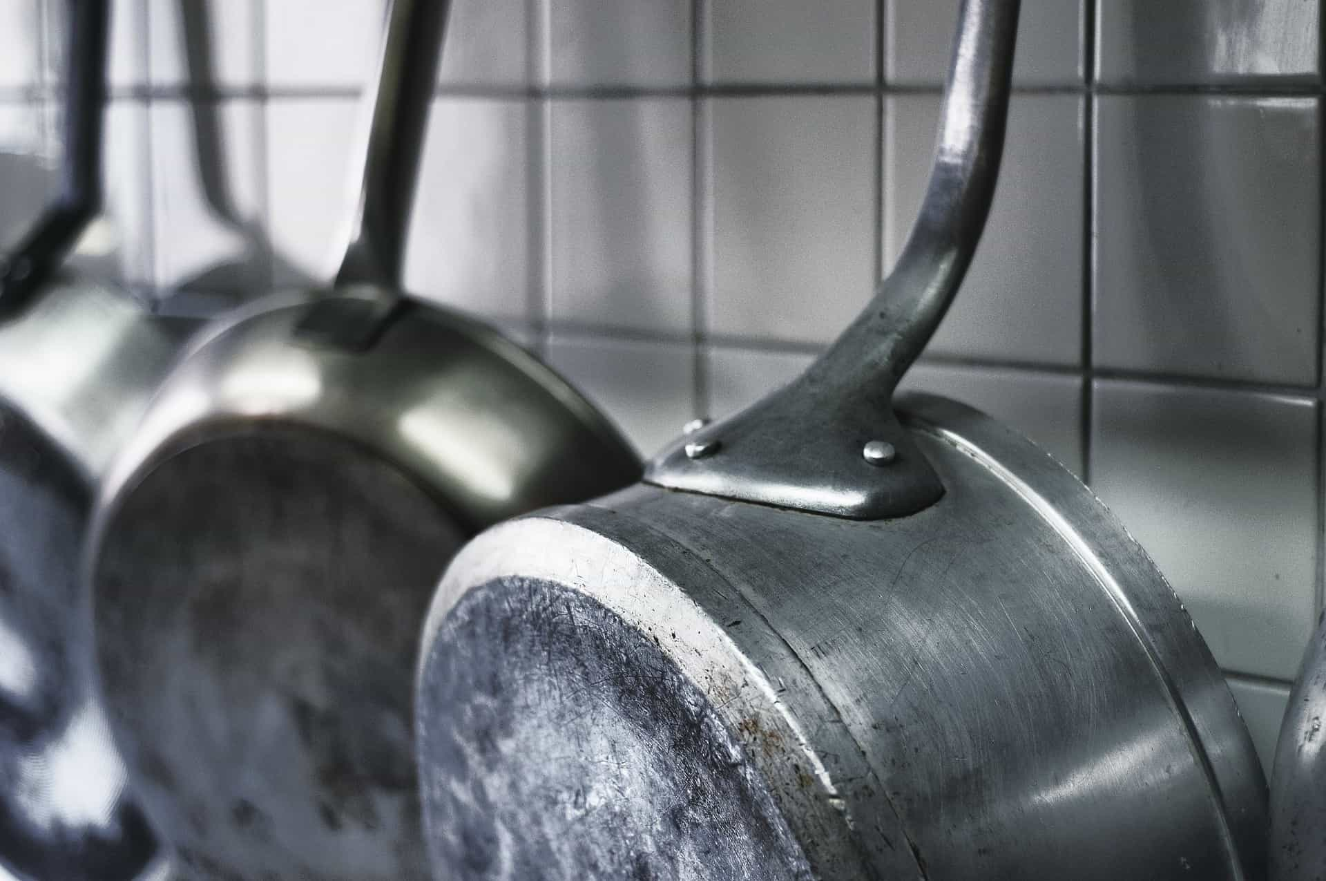 How long does cookware last? (When should you replace non stick pans)